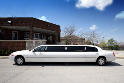 Stretch Lincoln Town Car Limo